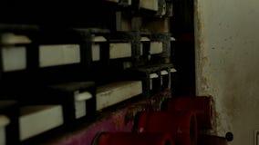 Production et fabrication des fenêtres isolées et des fenêtres de PVC, un département de production avec une ligne pour le lavage banque de vidéos