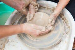 Production faite main de céramique photo stock