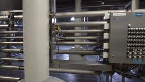 Production moderne de brassage - d?partement de fermentation banque de vidéos