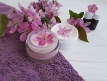 Producto cosmético de la salud de la protección del balneario de la atención sanitaria de la desnatadora hecho a mano en de mader Fotos de archivo