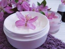 Producto cosmético de la salud de la protección del balneario del cuidado de piel de la salud de la desnatadora hecho a mano en d Fotografía de archivo