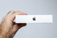 Producto de la caja del logotipo de Apple en caja Foto de archivo