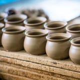 Producto de la cerámica en paso de la producción Fotos de archivo