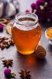Producto de la miel de la abeja Fotografía de archivo libre de regalías