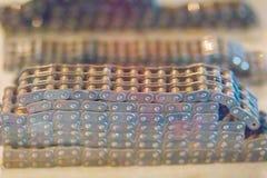 Producto de la muestra de las cadenas del rodillo con los piñones Cadenas y sproc Fotos de archivo libres de regalías