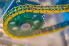 Producto de la muestra de las cadenas del rodillo con los piñones Cadenas y sproc Imagenes de archivo