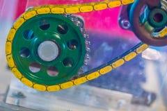 Producto de la muestra de las cadenas del rodillo con los piñones Cadenas y sproc Imagen de archivo