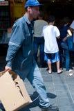 Producto de limpieza de discos en la más grande de los mercados de Jerusalén foto de archivo libre de regalías