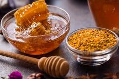 Producto del propóleos del panal y del polen de la abeja Foto de archivo libre de regalías