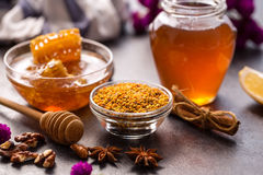 Producto natural del panal y de la miel de la abeja Fotografía de archivo