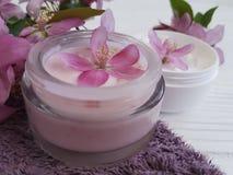 Producto orgánico de la salud de la protección de la atención sanitaria de la desnatadora del tratamiento cosmético del balneario Fotos de archivo