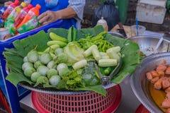 Producto-vehículos frescos de vegetables Comida de la calle en la ciudad de China, Bangkok, Thailnad Imágenes de archivo libres de regalías