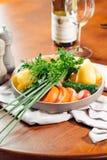 Producto-vehículos frescos de vegetables Los ingredientes de la ensalada cortaron el tomate, el pepino y el paprika Foto de archivo libre de regalías