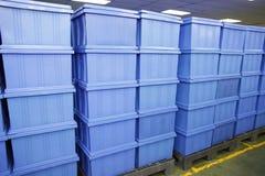 Productos azules de la caja plástica. Fotografía de archivo libre de regalías