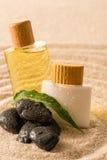 Productos cosméticos de la terapia del balneario con las piedras del zen Imagenes de archivo