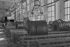 Productos de acero y grúa del fleje laminado en caliente imagenes de archivo