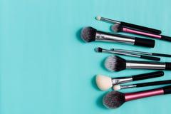 Productos de belleza, cepillos diarios del maquillaje, cosméticos Fotos de archivo libres de regalías