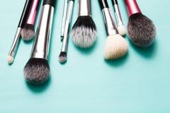 Productos de belleza, cepillos diarios del maquillaje, cosméticos Imágenes de archivo libres de regalías