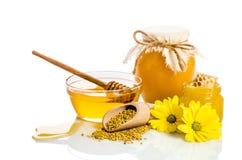 Productos de la abeja: miel, polen, panal Foto de archivo libre de regalías