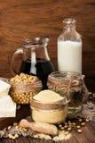 Productos de la soja (harina de soja, queso de soja, leche de soja, salsa de soja) Fotos de archivo