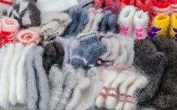 Productos de lana calientes hechos a mano para la venta Foto de archivo