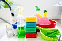 Productos de limpieza de la casa imagen de archivo libre de regalías