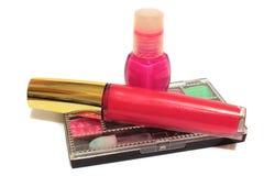 Productos de maquillaje aislados en blanco Foto de archivo libre de regalías