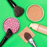 Productos de maquillaje básicos para crear la tez hermosa Imagen de archivo