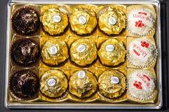Productos del chocolate de la colección de Ferrero Foto de archivo