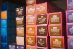 Productos del tinte de pelo de la mujer fotografía de archivo libre de regalías