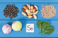 Productos e ingredientes que contienen el selenio y la fibra dietética, nutrición sana fotos de archivo libres de regalías