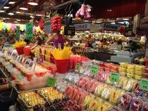 Productos exhibidos en el mercado Foto de archivo