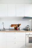 Productos interiores de Apple de los accesorios de la cocina blanca Foto de archivo libre de regalías