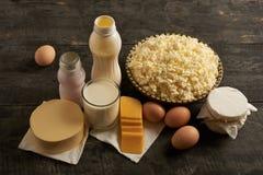 Productos lácteos en la tabla de madera Imagen de archivo
