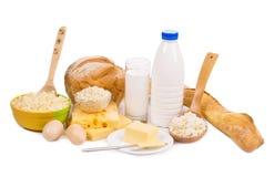 Productos lácteos y pan aislados en blanco Fotografía de archivo