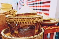 Productos locales de la armadura de bamb? hecha en casa de Tailandia en venta en el mercado callejero imágenes de archivo libres de regalías