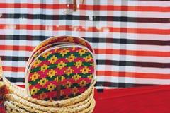Productos locales de la armadura de bamb? hecha en casa de Tailandia en venta en el mercado callejero foto de archivo libre de regalías