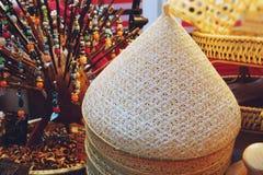 Productos locales de la armadura de bamb? hecha en casa de Tailandia en venta en el mercado callejero imagenes de archivo