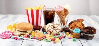 Productos malsanos malo de la comida para la figura, la piel, el corazón y los dientes imagenes de archivo