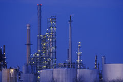 Productos químicos y planta de los plásticos Fotografía de archivo libre de regalías