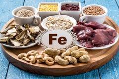 Productos que contienen el ferrum (FE) Fotos de archivo libres de regalías