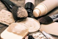 Productos y accesorios cosméticos para el maquillaje correctivo Imagen de archivo libre de regalías