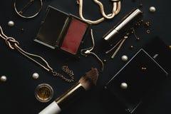 Productos y accesorios de los cosméticos del maquillaje Imagenes de archivo