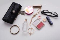 Productos y accesorios de los cosméticos del maquillaje Fotos de archivo libres de regalías