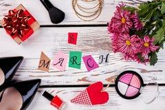 Productos y flores de belleza Imágenes de archivo libres de regalías