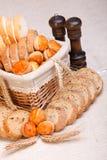 Productos y trigo rebanados clasificados de la panadería Fotografía de archivo libre de regalías