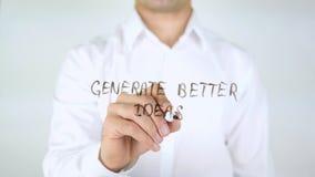 Produisez de meilleures idées, homme d'affaires Writing sur le verre Images stock