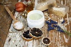 Produit de beauté organique Cosmétiques et crème d'herbe de composants handmade Images stock