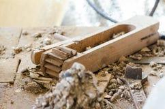 Produit en bois, pagaille dans la salle de travail Trains photos libres de droits