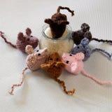 Produit fait main de souris, rats tricotés Photographie stock libre de droits